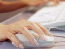 woman-using-mouse