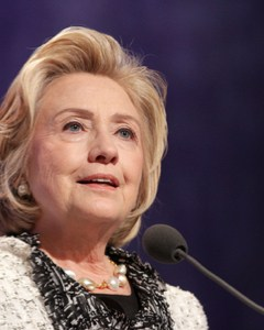 Hilary Clinton breaks through glass ceiling being named first woman to run for US President (F)