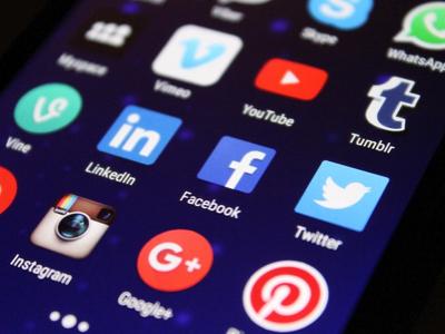 Unlock the power of social media (F)