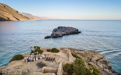 A waterfront wedding in Crete by Andreas Markakis Photography