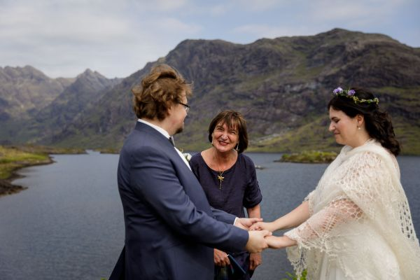 Tina & Jürgen hold hands as they say their vows by Lynne Kennedy Photography