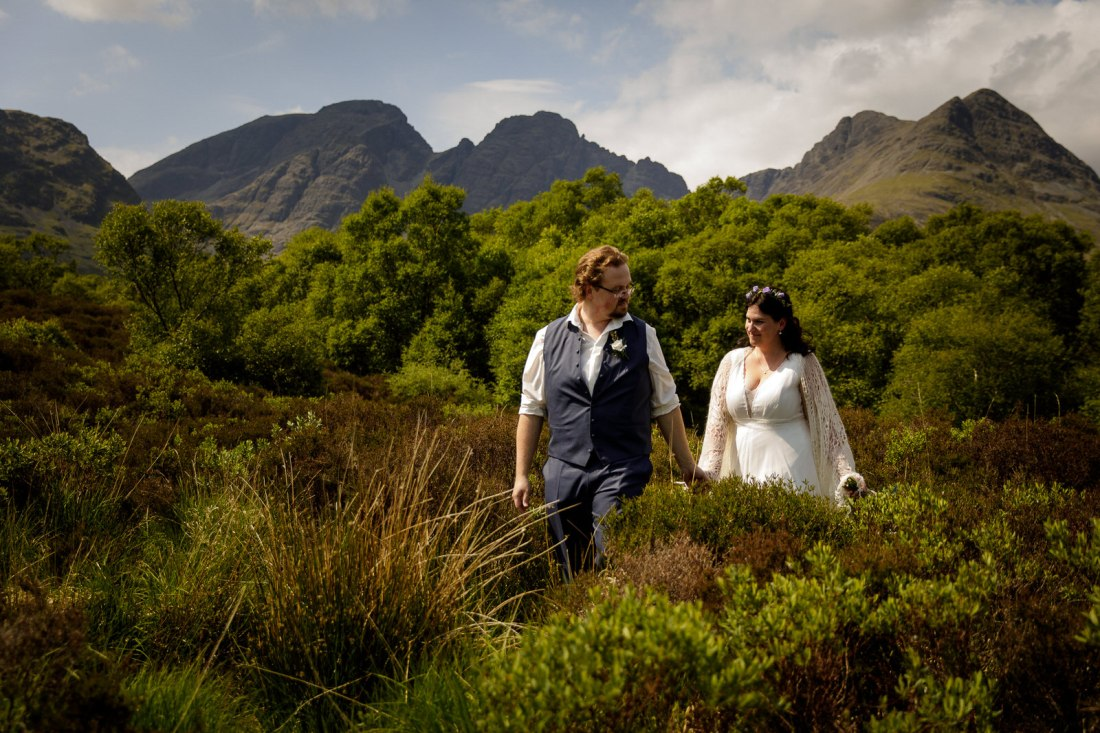Tina & Jürgen Walking around the Isle of Skye after their elopement by Lynne Kennedy Photography