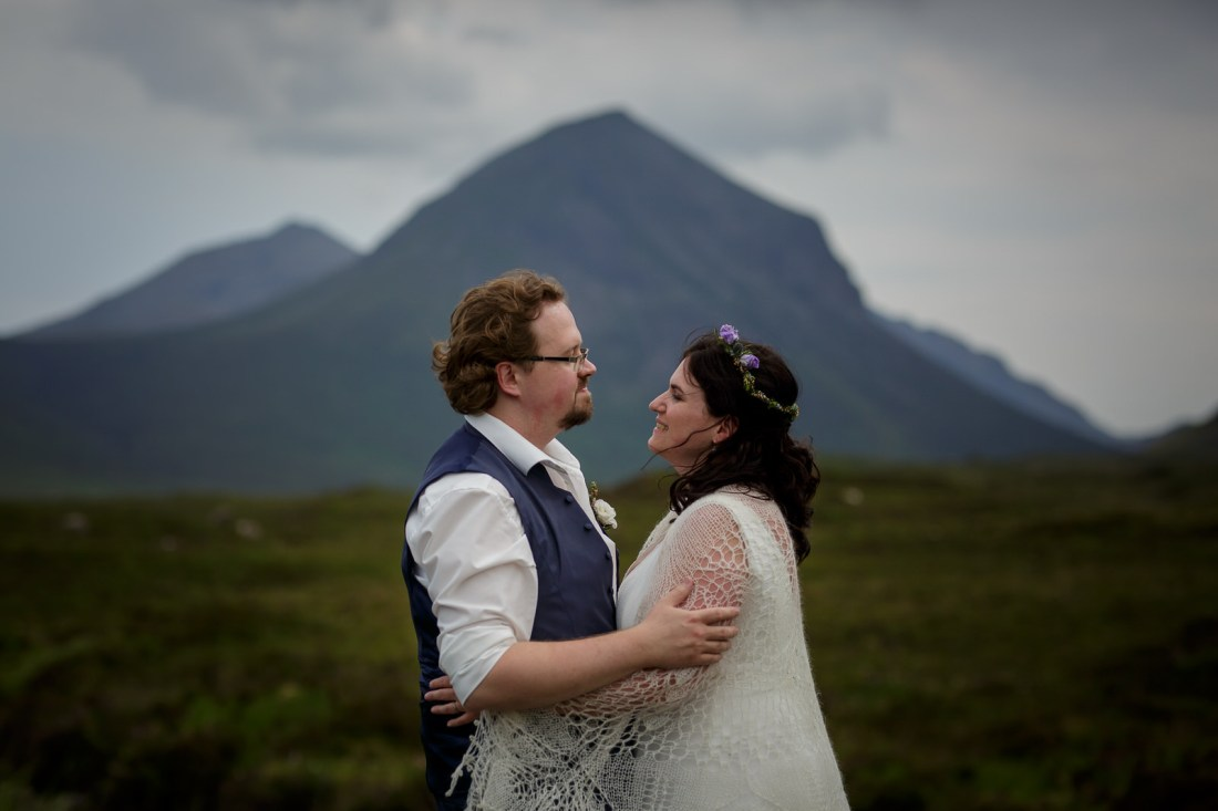 Tina & Jürgen look in to each other's eyes after their elopement in Scotland by Lynne Kennedy Photography