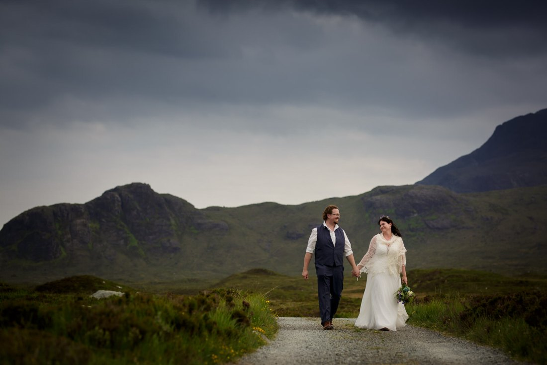 Tina & Jürgen's Isle of Skye elopement at Loch Coruisk in Scotland by Lynne Kennedy Photography