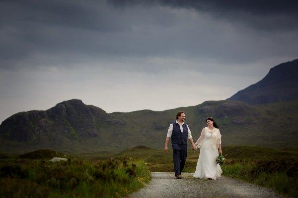 Tina & Jürgen's Isle of Skye elopement at Loch Coruisk in Scotland by Lynne Kennedy Photography