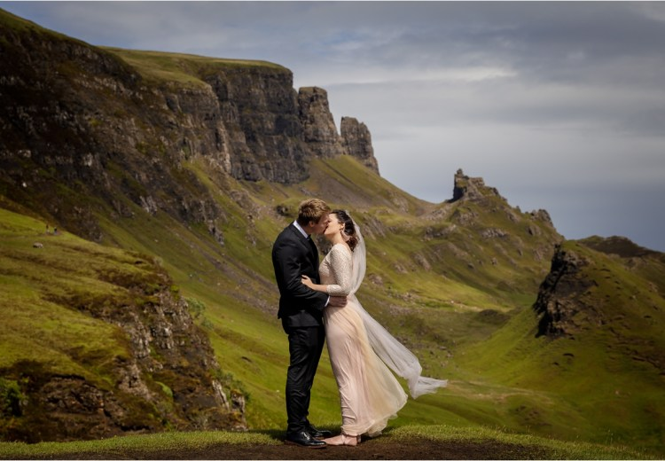 Dramatic intimate Isle of Skye wedding by Lynne Kennedy Photography
