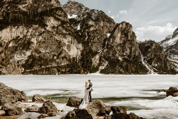 Lago di Braies Winter Elopement by Wild Connections Photography