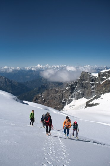 Groep klimmers zwitserse alpen