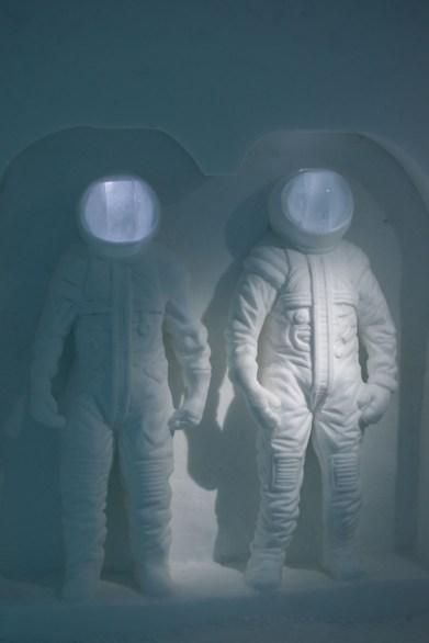 Ice Hotel Sweden hotelkamer astronaut