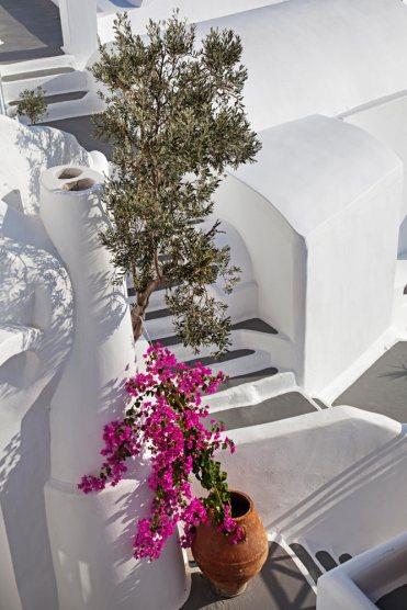 Katikies-Hotel-Architecture (9)