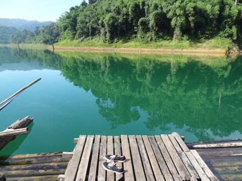 Khao sok, kijken over het water, thailand