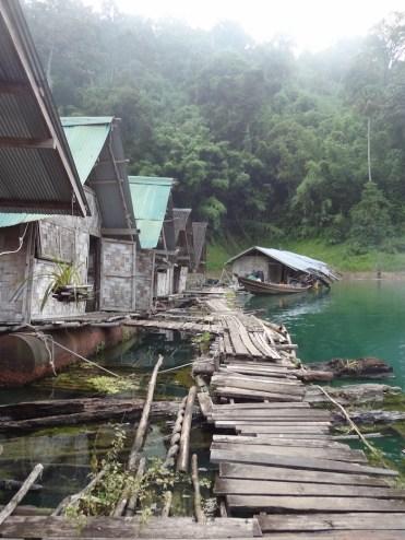 Khao sok wandelen naar hutjes