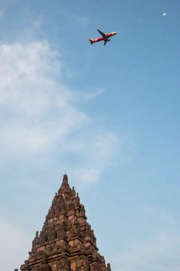 Prambanan tempel yogyakarta vliegtuig