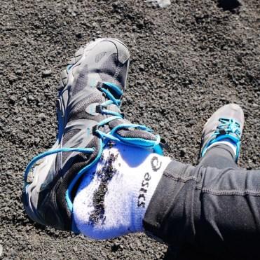 Steen schoenen vulkaan