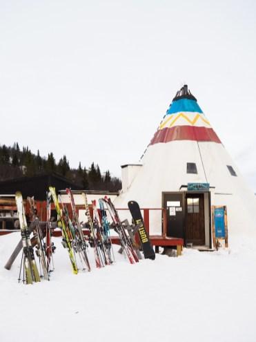 activiteit lapland skiën lunch tipi