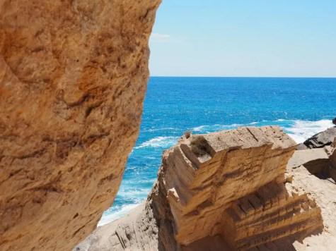 atlantis Ibiza geheim strand grote rotsen