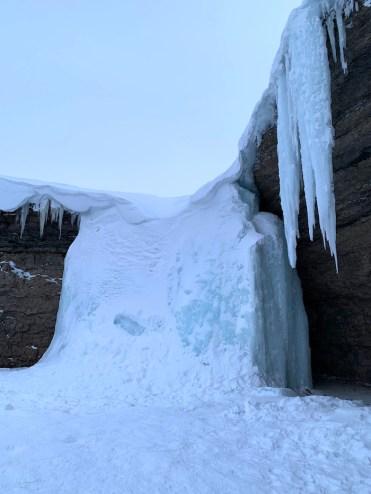 bevroren waterval spitsbergen
