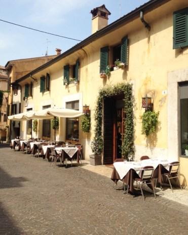geel dorpje in italie