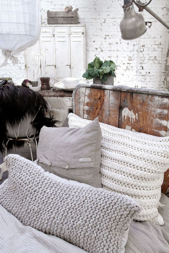 Knitted pillows styling