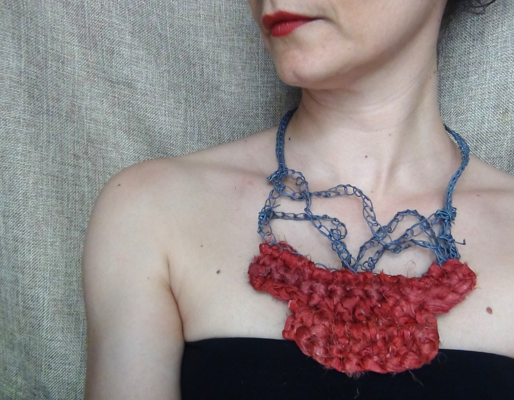 Silk and paper necklace 04