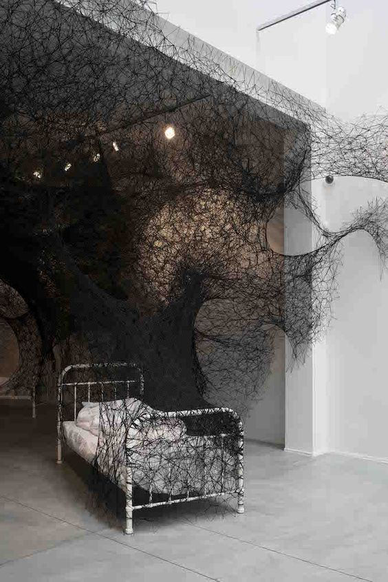 Chiharu Shiota thread installation 02