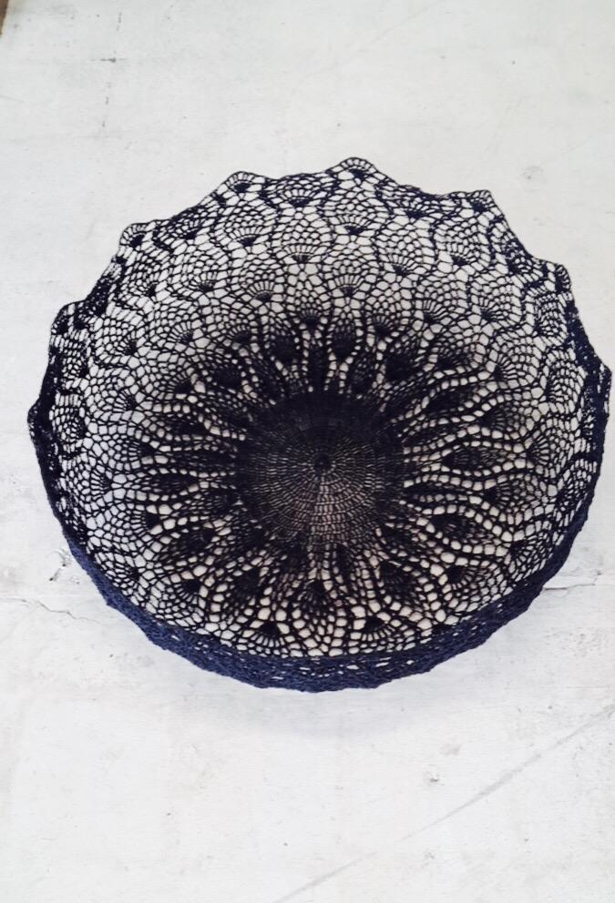 Moon basket design lace bowl black