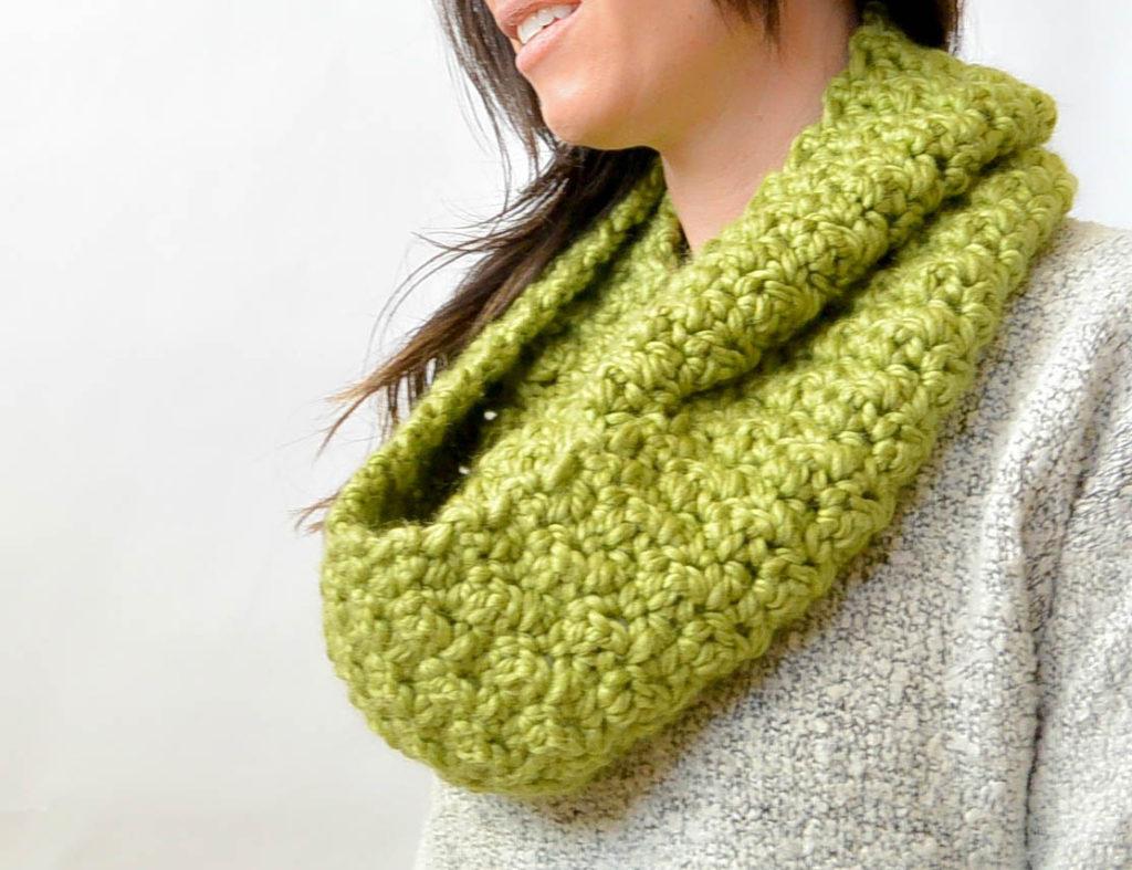 mamainastitch chunky crochet infinity scarf