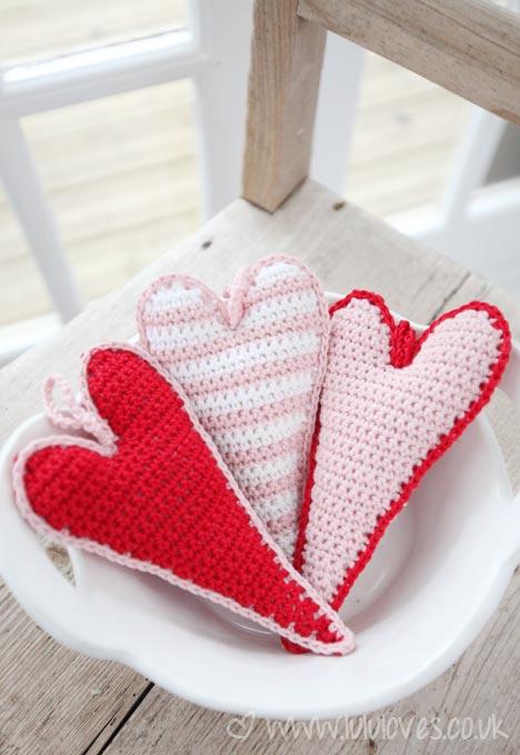 Valentine's Yarn crochet skinny hearts 02