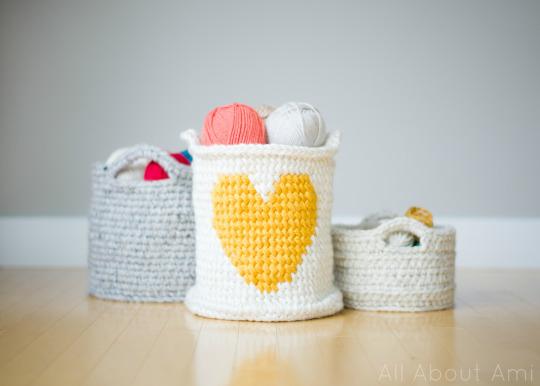Valentine's Yarn crochet heart basket 02