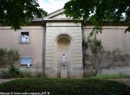 Statue de Poil de Carotte à Clamecy