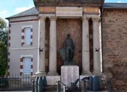 Monument aux Morts d'Alligny en Morvan