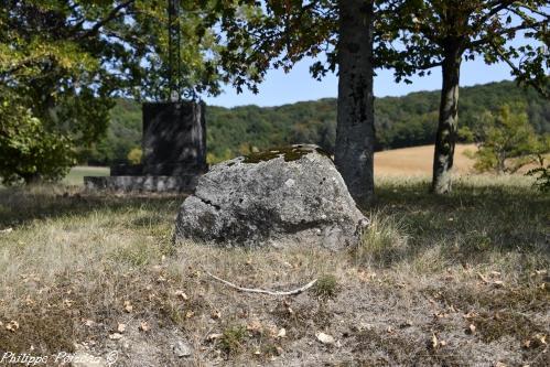 Pierre des morts de Teigny Nièvre Passion