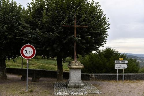 Croix de carrefour d' Ouroux en Morvan