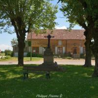 Croix de carrefour d'Ourouër un patrimoine.
