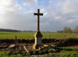 Croix et Pierre des morts du hameau de Laché