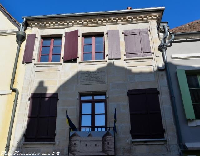 Clamecy la maison de Giroud de Villette
