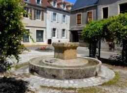 Fontaine de la place Charles Chaigneau de Tannay Nièvre Passion