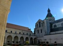 Le cloître de l'ancien prieuré Notre-Dame de La Charité-sur-Loire