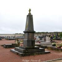 Monument aux morts de La Celle sur Nièvre un hommage.
