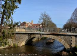 Petit pont de Corbigny sur l'Anguison