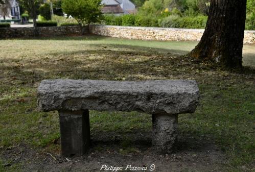 Pierre des morts de Tracy sur Loire
