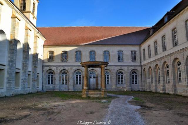 Puits de l'abbaye de Corbigny