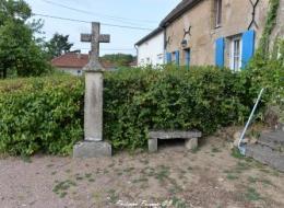Pierre des morts de la chapelle de Sarre à Corbigny