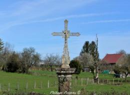 Crucifix du hameau La Croix Nièvre Passion