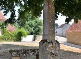 Croix et pierre des morts de Beuvron Nièvre Passion