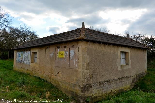 Lavoir de Latrault hameau de Breugnon