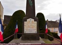 Monument aux Morts de Dornes