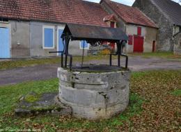 Le puits de la place de Oulon