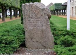 Stèle située place René Chatout