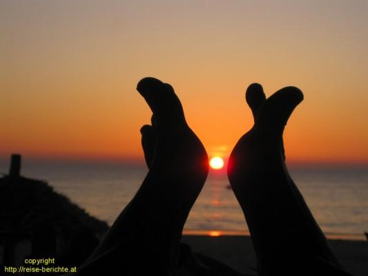 Die Sonne und Doris`zarte Füßchen :-)